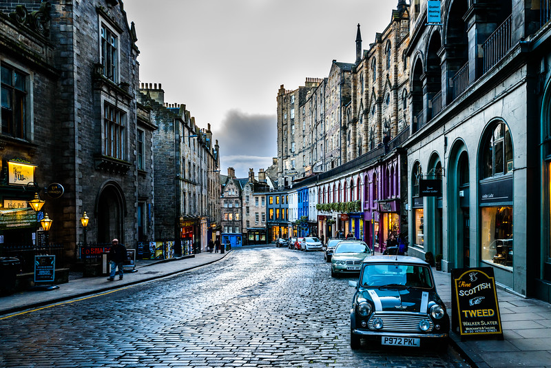 Mini on Victoria Street - Spectacular Edinburgh Photography