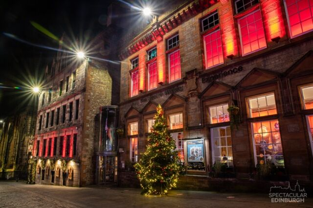 A nice Christmas tree outside the Scotch Whisky experience and the Witchery, some of you must have visited here!  ~~~ Tom 😀