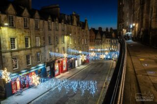 Victoria Street/ West Bow, looking festive but very quiet. Nearly the end of the year, hopefully 2021 will be a better one! What are you most looking forward to if/when things go back to normal?  ~~~ Tom 😀